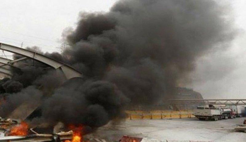 Arnavutluk'ta otoyol ücretine tepki: Gişeler yakıldı