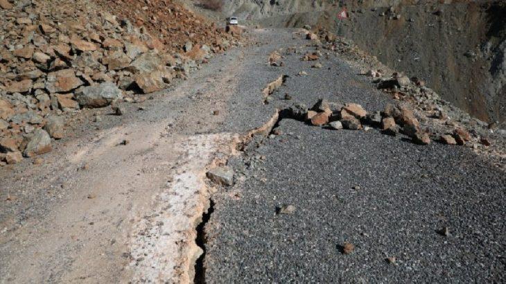 Elazığ'da deprem sonrası yollar böyle görüntülendi