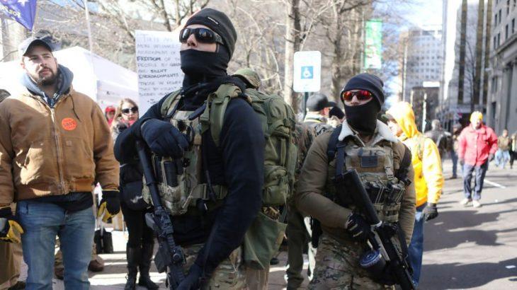 ABD'de tuhaf'eylem': Bireysel silahlanma yanlıları Richmond'ı bastı