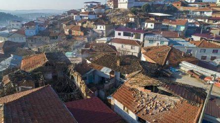 Manisa'daki depremde 687 bina hasar aldı