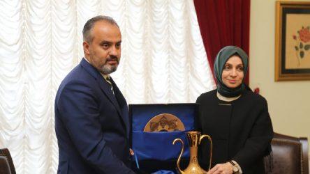 AKP'li belediye 8 milyona hediye satın aldı