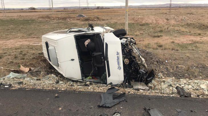 İşçi servisi ile otomobil çarpıştı: 4'ü ağır 16 yaralı
