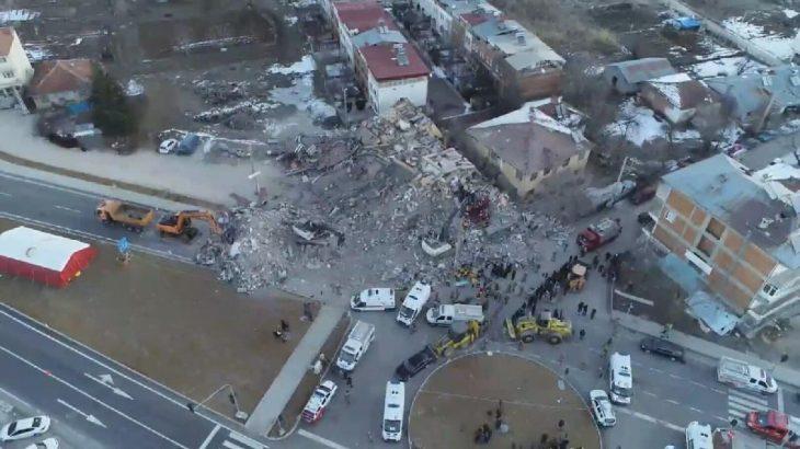 İşte enkaza dönen binanın deprem öncesi görüntüsü