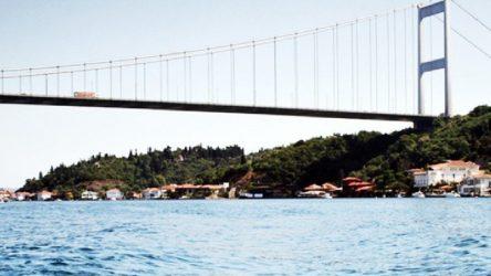Otomobilinde kadın cesedi bulunan şahıs köprüden atlayarak intihar etti