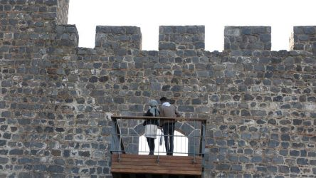 'Millet Bahçesi' talanı: UNESCO korumasındaki 7 bin yıllık sura balkon yapıldı