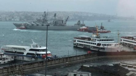 10 günde ikinci 'kaza': Rus savaş gemisi Boğaz'da sürüklendi