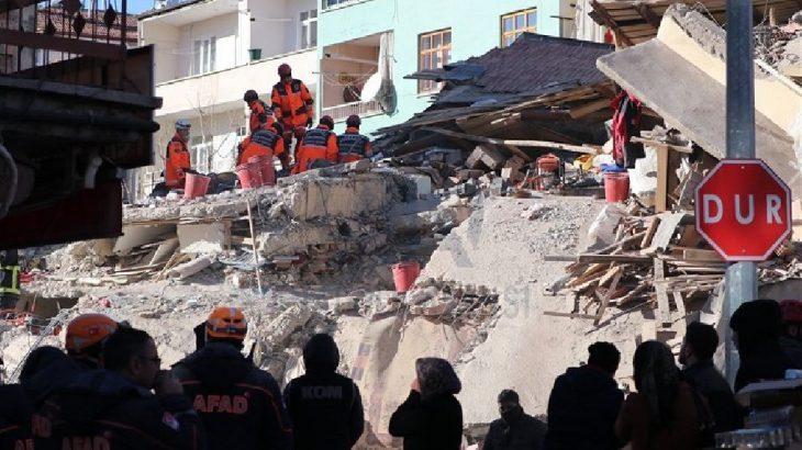 Depremde 4 kişinin daha cansız bedenine ulaşıldı