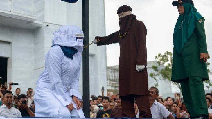 Endonezya'da kadın kırbaçlama ekibi tanıtıldı