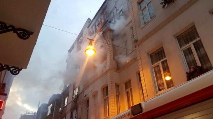 İstanbul Beyoğlu'nda korkutan otel yangını