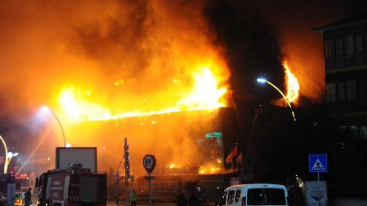AVM'de yangın: Mağazalar kül oldu