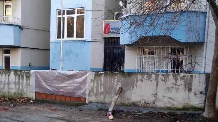 Makam aracı haczedilen CHP'li başkan vergi dairesi yoluna duvar ördürdü