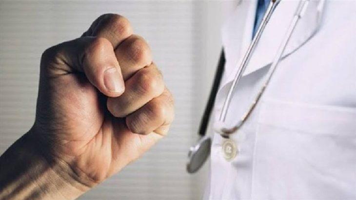 Hastanede doktora yumruklu saldırı: Sekreter yere yığıldı