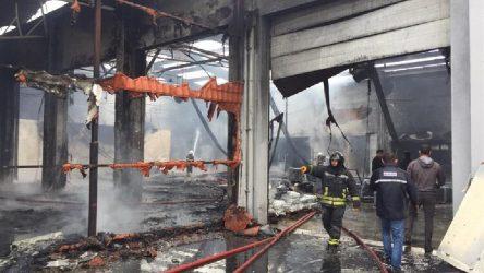 Samsun'da, plastik fabrikasında yangın