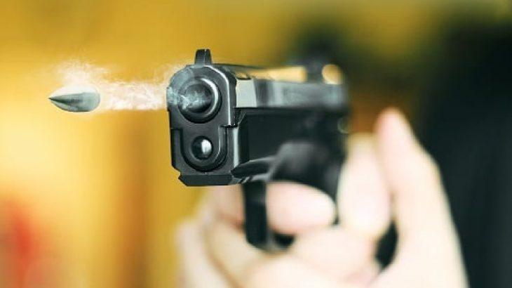 Silahla oynarken hem kendisini hem babasını vurdu