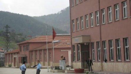Zonguldak'ta memur oyun oynuyan öğrencinin kafasına demir çubukla vurdu