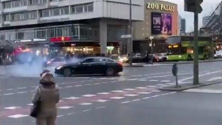 VİDEO | Türkiye bayrağıyla trafiği birbirine kattılar