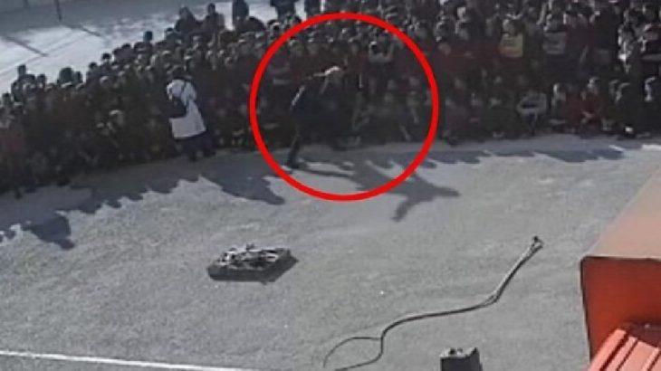 Okul müdürü, öğrencinin yüzüne tekme attı
