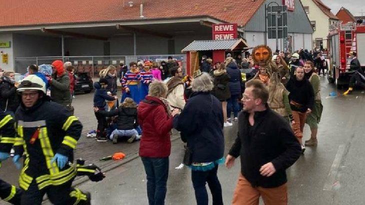 Almanya'da kalabalığın üzerine araç sürüldü: Çok sayıda yaralı