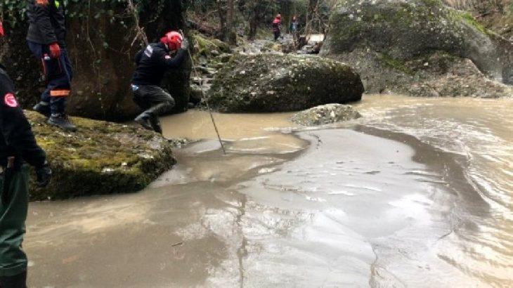 Düzce Gölyaka'da kepçe devrildi: 1 ölü, 2 yaralı