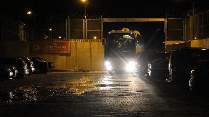 Sığınmacılar otobüslerle gönderilmeye başlandı