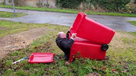 İngiliz milyoner evsizlerle adeta dalga geçti