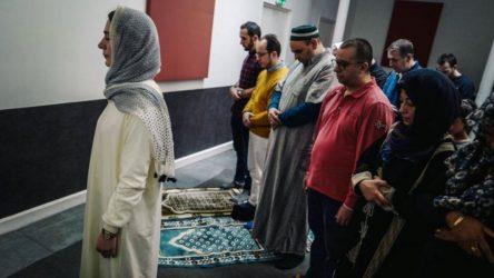 Fransa'da kadın imam, cuma namazı kıldırdı