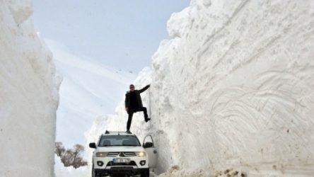Kar kalınlığı 6 metreyi buldu