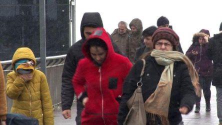İstanbul'da kar başladı: Örtü oluşturacak