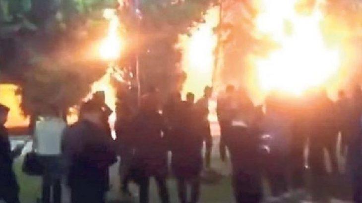 İzmir'de Konak Meydanı'ndaki ağaçları yaktılar!