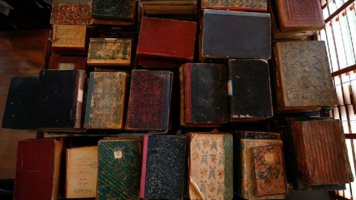 Türbe sanılan mekandan 400 yıllık kitaplar çıktı
