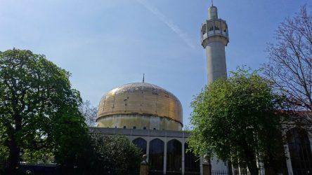 Londra'da bir camiye saldırı düzenlendi