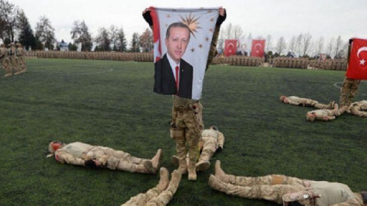 Askeri mezuniyet töreninde Erdoğan'ın posteri!