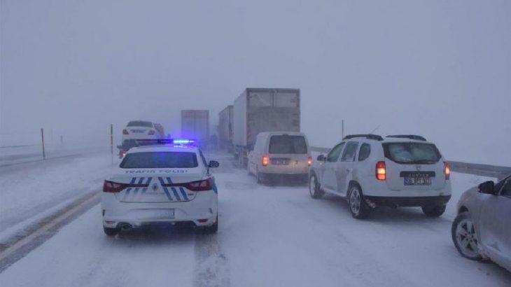 Malatya Sivas karayolu tipi ve kar nedeniyle ulaşıma kapandı