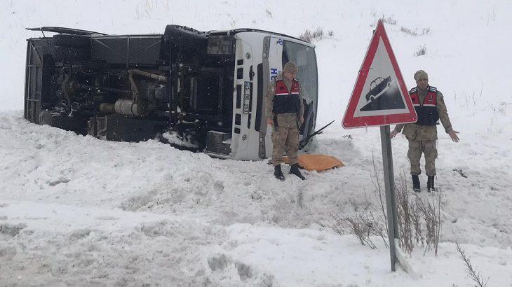 Erzurum Horasan'da halk otobüsü devrildi: Ölü ve yaralılar var
