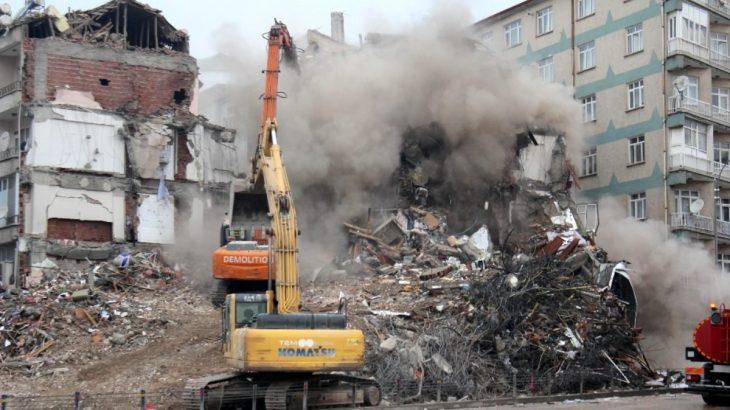 'Hasarlı binalar işlem yapılmadan yıkılıyor, delil karartılıyor'