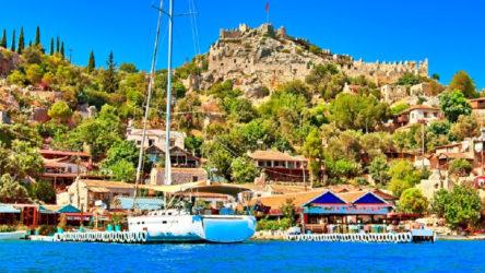 Antalya Kaş'ta tedbirlere uymayan 188 kişiye 303 bin lira ceza