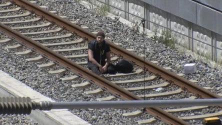 """Bakırköy Marmaray'da raylara oturan şahıs: """"Çantamda bomba var"""""""