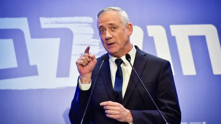 İsrail Savunma Bakanı, Lübnan'da vurulacak hedefler haritası gösterdi