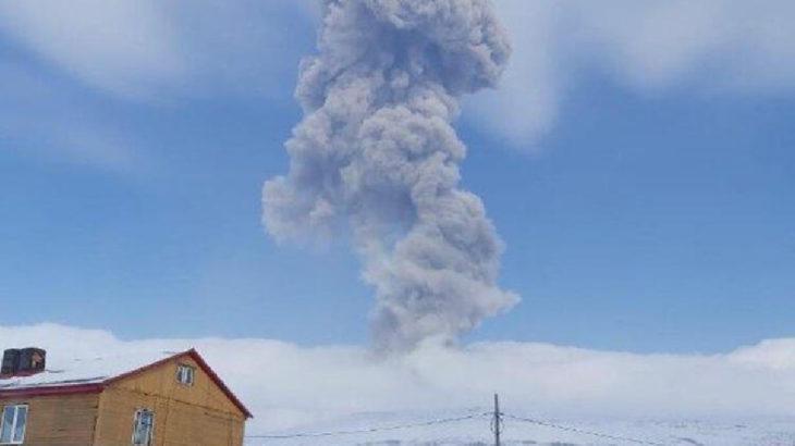 Rusya'da bir yanardağ faaliyete geçti
