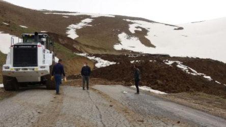 Hakkari Yüksekova'da heyelan: 11 köy ve mezraya ulaşımın sağlandığı yol kapandı
