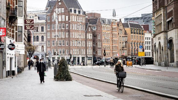 Hollanda, Avrupa'da en sert koronavirüs önlemlerine geçiyor