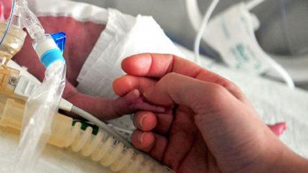 İran'da 800 gram ağırlığında doğan prematüre bebek koronavirüsü yendi