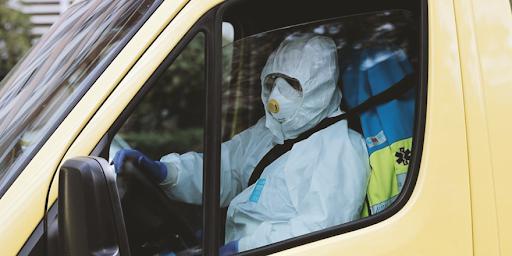 İzmir Tabip Odası açıkladı: Ailesine virüs bulaştırmak istemeyen ve kalacak yer bulamadığı için araçlarında yatan sağlık çalışanları var