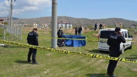 Boş arazide yanmış erkek cesedi bulundu