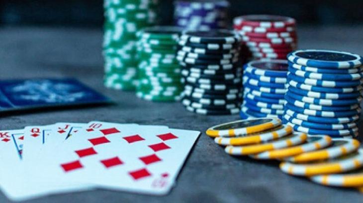 Kütahya Tavşanlı'da evde kumar oynarken yakalanan 11 kişiye 50 bin lira ceza