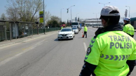 Ankara'ya sahte ölüm raporuyla gitmeye çalışan uyuşturucu tacirleri yakalandı