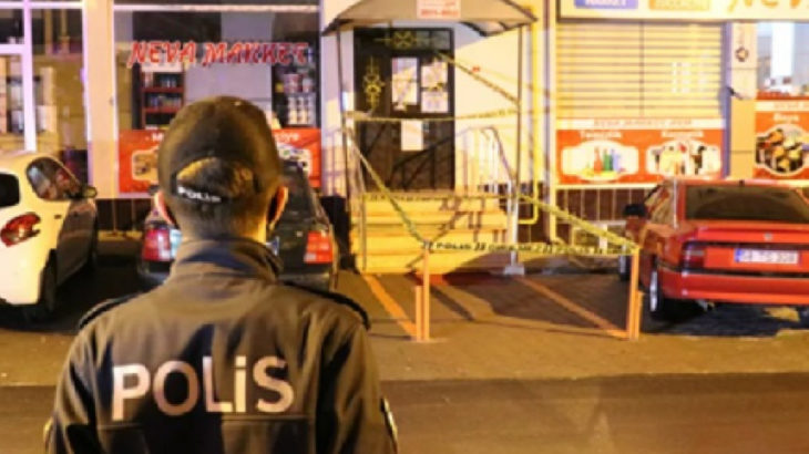Sosyal mesafe uyarısında bulunan market çalışanlarını bıçakladı