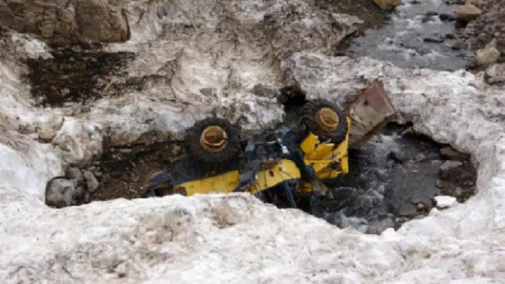 Çığ faciasında 42 kişi can vermişti: Kar altında kalan araçlar ortaya çıktı