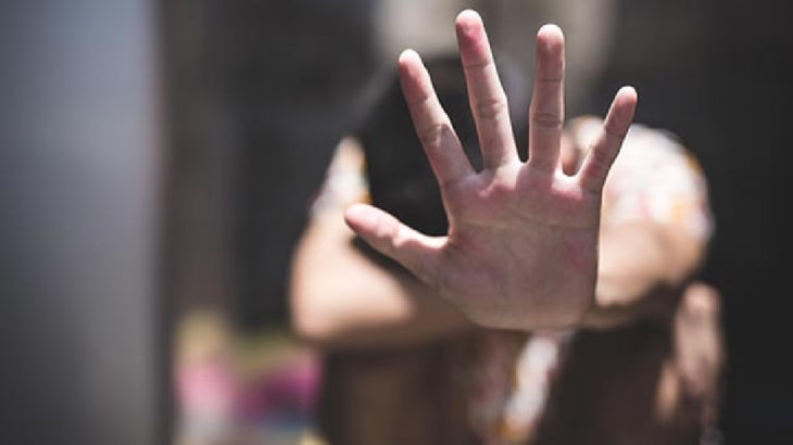 Eskişehir'de 14 yaşındaki kızını, kendi sevgilisiyle birlikte olmaya zorlayan kadın serbest bırakıldı