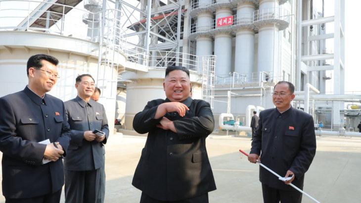 Öldüğü iddia edilen Kim Jong-un fabrika açılışındaydı